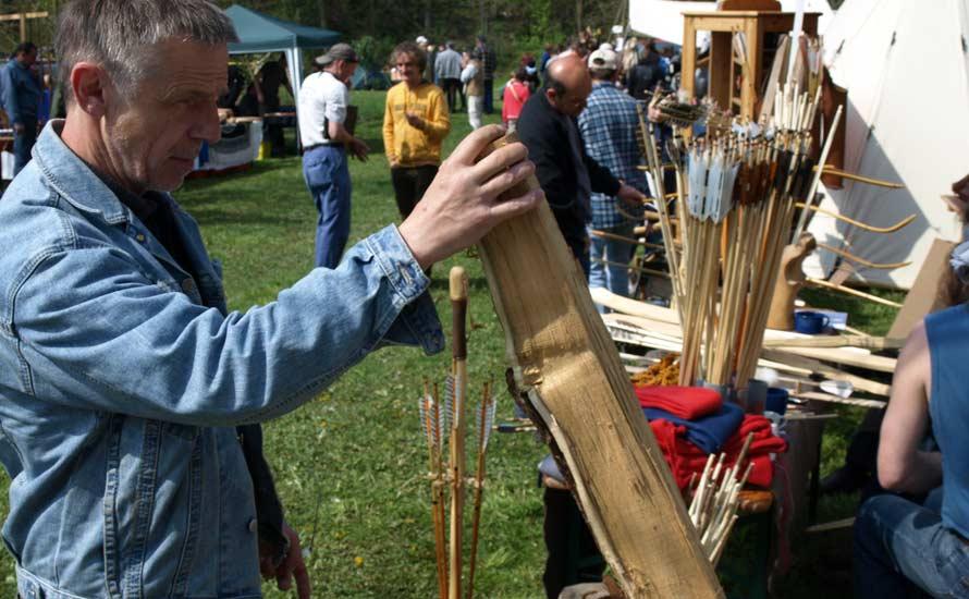 Auswahl des Holzes beim Bogenbau